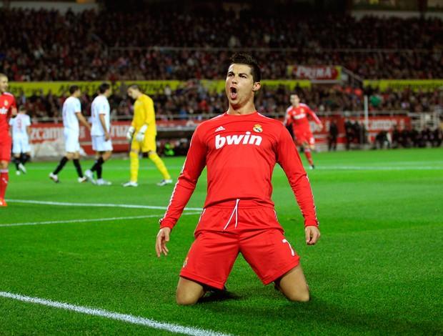 Cristiano Ronaldo comemora gol do Real Madrid sobre o Sevilla (Foto: Reuters)