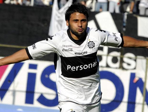 Maxi Biancucchi comemora gol do Olimpia sobre o Rubio (Foto: EFE)