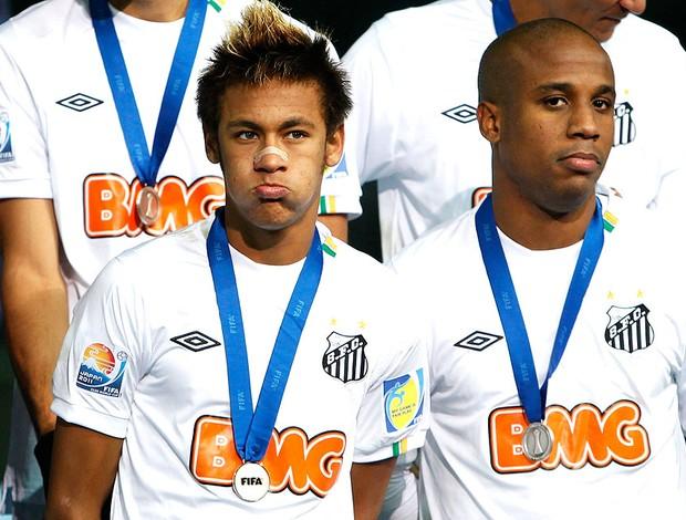 Neymar e Borges com a medalha do Mundial (Foto: Reuters)