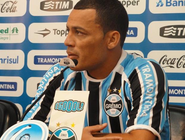 Léo Gago é apresentado no Grêmio (Foto: Eduardo Cecconi, Globoesporte.com)