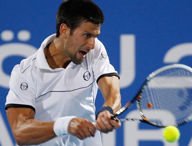 Djokovic não dá chances a Ferrer e termina 2011 com título em Abu Dhabi