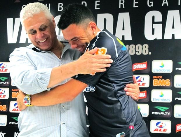 Rodolfo é apresentado no Vasco (Foto: Gustavo Rotstein / GLOBOESPORTE.COM)