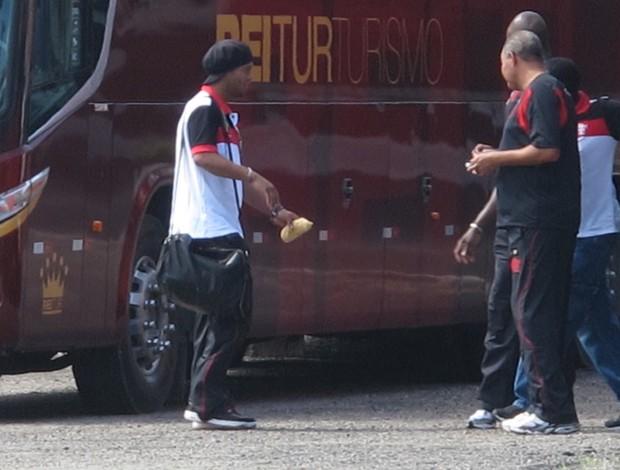ronaldinho gaúcho flamengo ônibus (Foto: Richard Souza/Globoesporte.com)