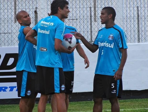 Jogadores Grêmio no treino na pré-temporada em Bento Gonçalves bobinho (Foto: Eduardo Cecconi/Globoesporte.com)