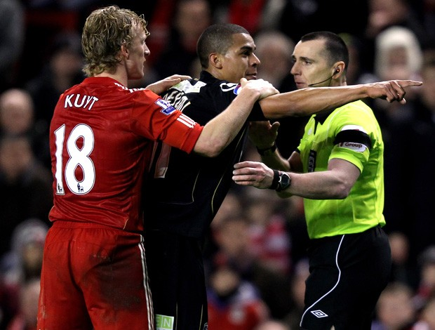 Dirk Kuyt liverpool  Tom Adeyemi oldham racismo (Foto: Agência Getty Images)