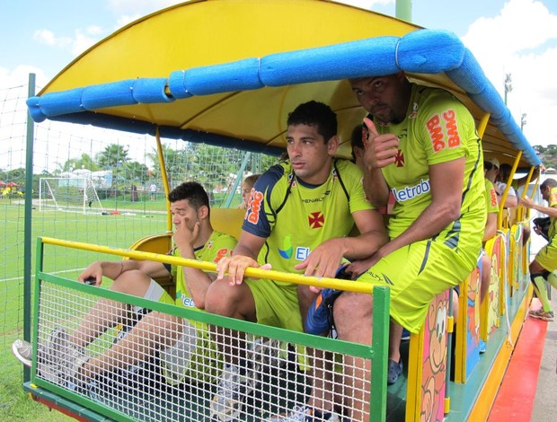 Nilton, Diego Souza, Alecsandro em trem na pré-temporada do Vasco (Foto: Gustavo Rotstein/Globoesporte.com)