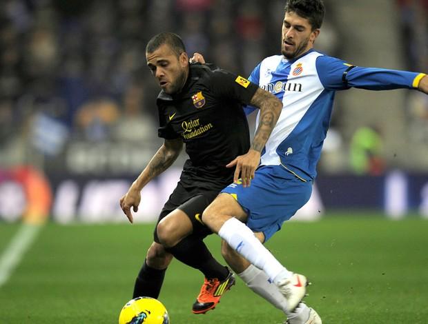 Daniel Alves Barcelona Jesus Datolo Espanyol (Foto: AFP)