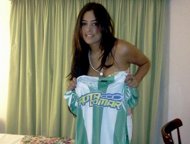 Larissa Riquelme camisa América de Pernambuco (Foto: Reprodução)