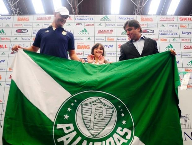 Marcos segura bandeira Palmeiras (Foto  Marcos Ribolli   GLOBOESPORTE.COM) 0325ff15f5b97