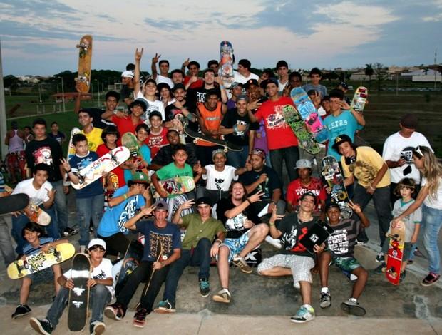 Skatistas no Piscinão de Uberaba, MG (Foto: Arquivo Pessoal / Carlos Eduardo)