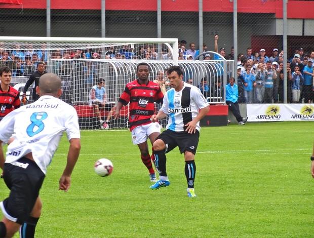 kleber gladiador grêmio jogo-treino flamengo bento gonçalves (Foto: Eduardo Cecconi/Globoesporte.com)
