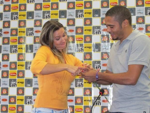 Adriano, volante do Santos, e jornalista (Foto: Gustavo Serbonchini / Globoesporte.com)
