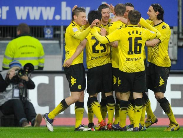 Borussia Dortmund comemora gol sobre o Hamburgo (Foto: Reuters)