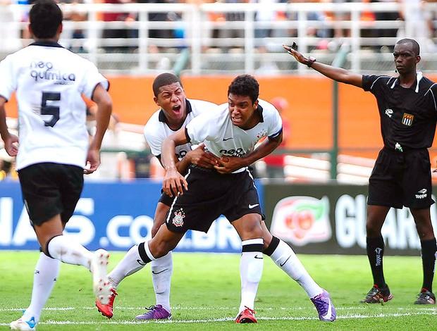 Antônio Carlos comemora gol do Corinthians na final da Copa SP contra o Fluminense (Foto: Marcos Ribolli / GLOBOESPORTE.COM)