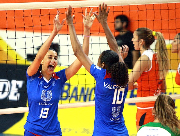 Sheilla comemora vitória do Rio de Janeiro sobre o Osasco (Foto: Luiz Doro / adorofoto)