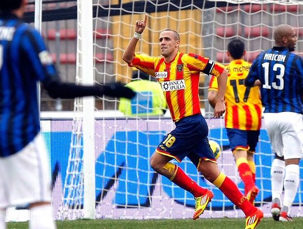 Guillermo Giacomazzi comemora gol do Lecce contra o Inter de Milão (Foto: Reuters)