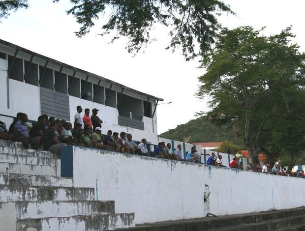 Torcida do Confiança comparece ao treino (Foto: Felipe Martins/GLOBOESPORTE.COM)