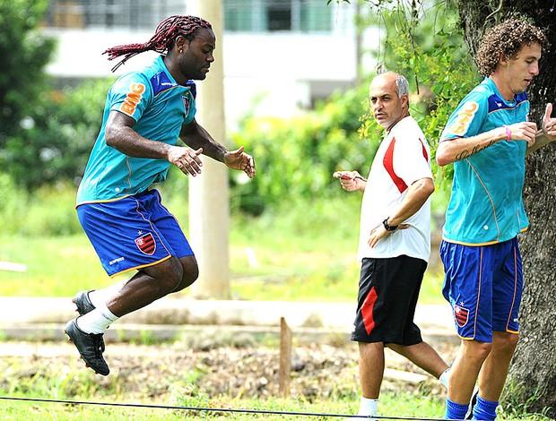 Vagner Love no treino do Flamengo (Foto: Alexandre Vidal / Fla Imagem)