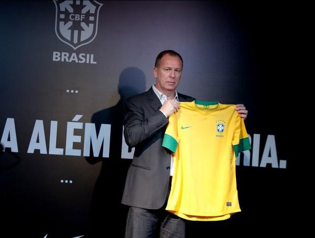 mano menezes novo uniforme camisa brasil (Foto: NIke / Divulgação)