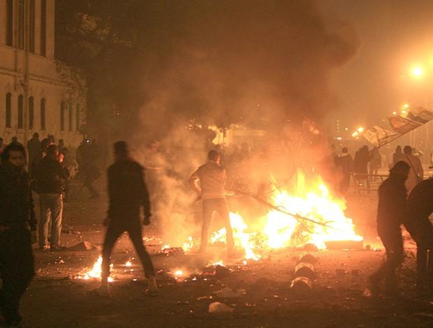 protesto no Egito pela violência no futebol (Foto: AFP)