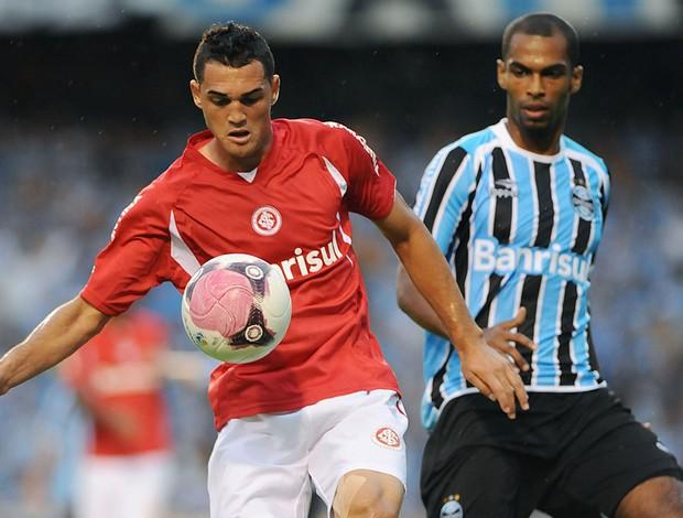 Gilberto Internacional Naldo Grêmio (Foto: Edu Andrade / Ag. Estado)