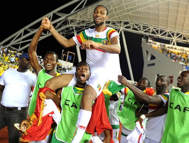 Seydou Keita comemora classificação de Mali na Copa das Nações da Africa (Foto: AFP)
