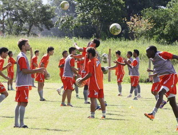 Uberaba ainda não sabe em que campo vai treinar nesta terça e quarta-feira (Foto: Enerson Cleiton / GLOBOESPORTE.COM)