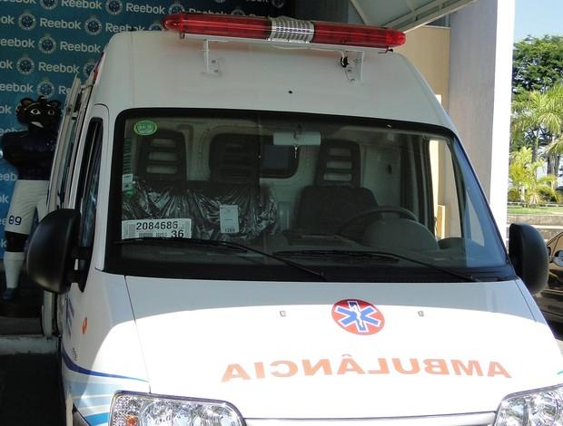 ambulância toca da raposa cruzeiro (Foto: Marco Antônio Astoni / Globoesporte.com)