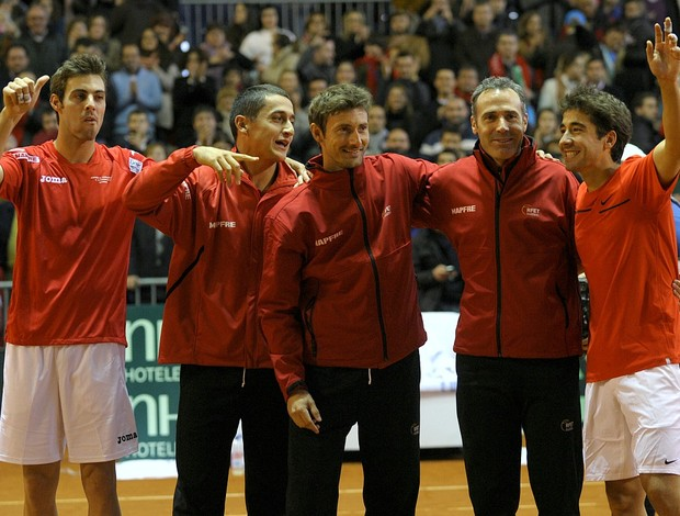 Marcel Granollers, Nicolas Almagro, Juan Carlos Ferrero, capitão Alex Corretja e Marc Lopez Espanha Copa Davis (Foto: AFP)