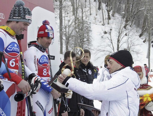 esqui Beat Feuz Dmitri Medvedev Copa do Mundo de Sochi (Foto: Reuters)