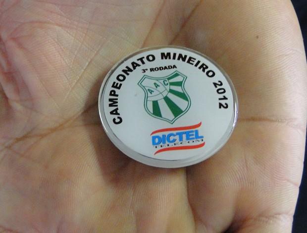 Moeda da arbitragem do Campeonato Mineiro 2012 (Foto: Fernando Martins/Globoesporte.com)