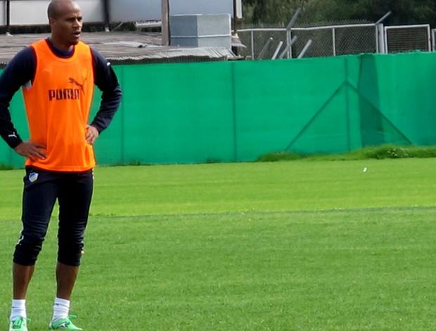 William Boaventura no treino do Apoel (Foto: Cahê Mota / Globoesporte.com)