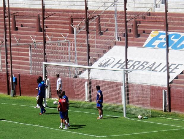 lanus Arame farpado no alambrado do estádio  (Foto: Janir Junior/Globoesporte.com)