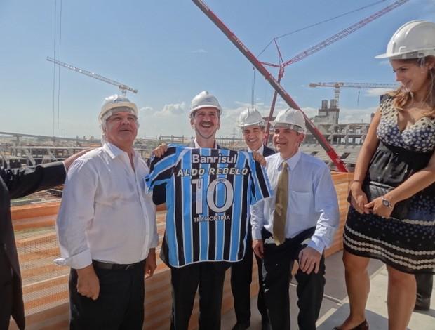 Aldo Rebelo visita as obras da Arena (Foto: Lucas Rizzatti/Globoesporte.com)