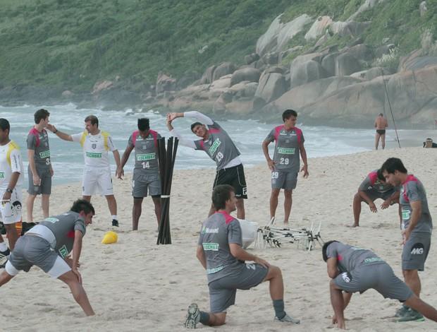 Figueirense treino na praia. (Foto: Carlos Amorim / Site oficial do Figueirense)