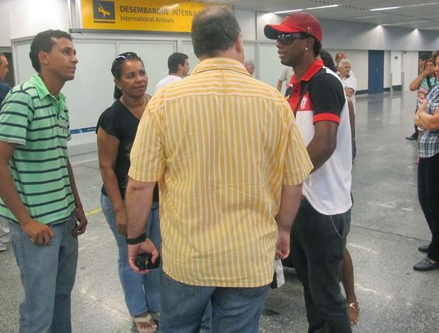 Luiz Antonio na chegada ao Rio.  (Foto: Richard Souza/Globoesporte.com)