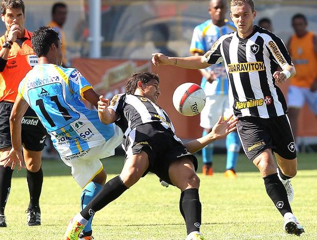 Elkeson do Botafogo no jogo contra o Macaé (Foto: Satiro Sodré / Divulgação Agif)
