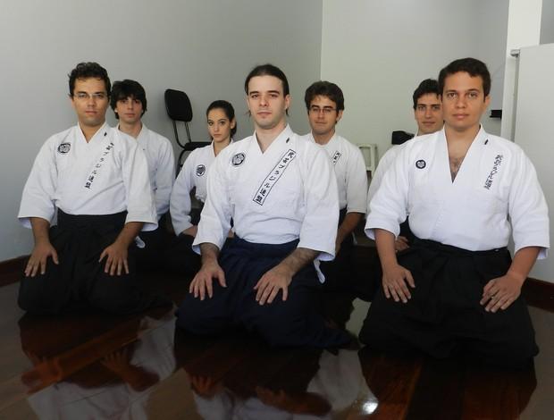 Professores e alunos da escola de Bugei de Uberlândia (Foto: Andréia Candido/GLOBOESPORTE.COM)