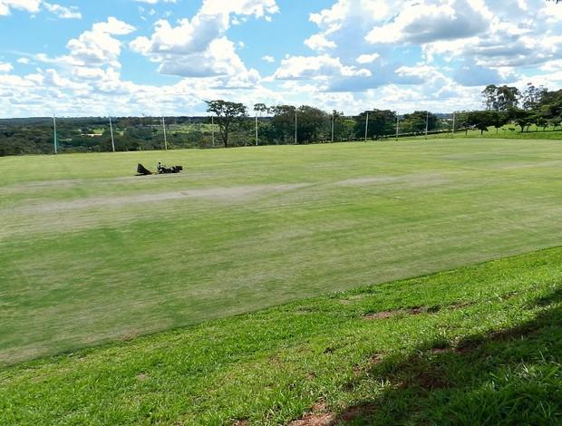 Campo do CT Ninho do Periquito, do Uberlândia Esporte (Foto: Hismênia Keller/GLOBOESPORTE.COM)