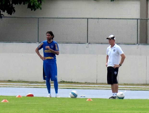 loco abreu botafogo treino (Foto: André Casado / Globoesporte.com)
