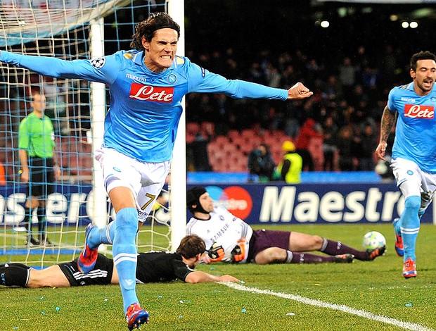 Cavani comemora gol do Napoli contra o Chelsea (Foto: AP)