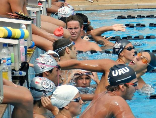 Atletas do Corinthians se despedem das píscinas de Uberlândia (Foto: Hismênia Keller/GLOBOESPORTE.COM)