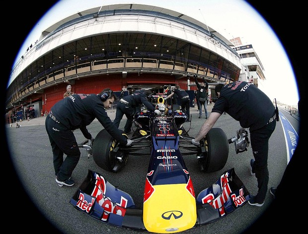 Sebastian Vettel RBR teste Barcelona (Foto: EFE)