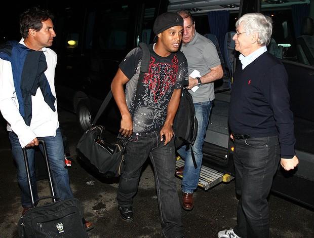 Ronaldinho gaucho brasil desembarque suiça (Foto: Mowa Press)