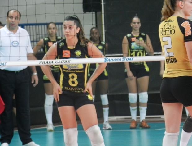 No retorno ao time da cidade natal, Juliana conquistou vaga de titular e vem se destacando (Foto: Hismênia Keller/GLOBOESPORTE.COM)
