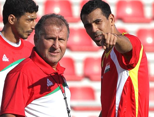 Zico no treino da seleção do Iraque (Foto: AFP)