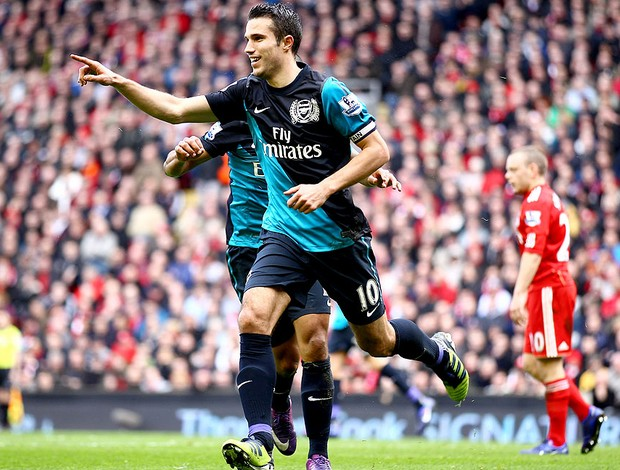 Robin van Persie comemora gol do Arsenal contra o Liverpool (Foto: Getty Images)