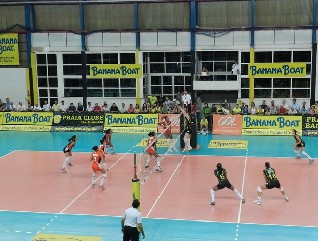 Praia Clube derrota o São Bernardo por 3 sets a 1 (Foto: Hismênia Keller/GLOBOESPORTE.COM)