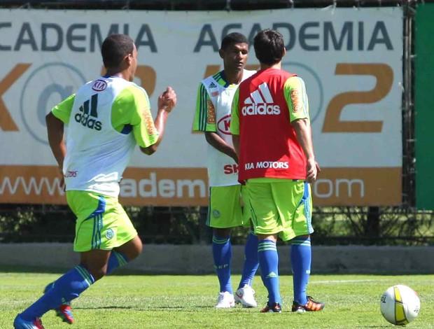Valdívia e Márcio Araújo discutem em treino do Palmeiras (Foto: Carlos Pessuto / Futura Press)