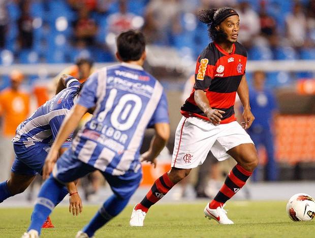 Ronaldinho Gaúcho na partida do Flamengo contra o Emelec (Foto: André Portugal / Vipcomm)